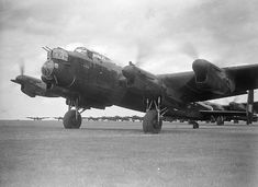 Air Force Bomber, Lancaster Bomber, Photo Link, Royal Air Force, Museum Collection, Ww2, Pilot, Waiting, Aircraft