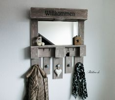 Spiegelwandregal aus Europalette von Paletino auf DaWanda.com