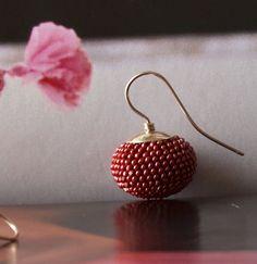 Dark pink bead crochet earrings rouge red wine by Donauluft,