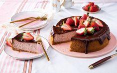 Συνταγή για νηστίσιμη τούρτα σοκολάτα φράουλα! | ediva.gr Pumpkin Pecan Cheesecake, Banana Pudding Cheesecake, Cheesecake Cake, Strawberry Cheesecake Recipes, Cheesecake Bites, Pudding Cake, Chocolate Cheesecake, Holiday Desserts, Just Desserts