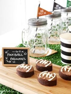 Super Bowl Party Ideas - DIY decorations, printables, food, snacks and favors for a boys celebration or game watching, tailgating party! Flag Football, Football Brownies, Football Birthday, Watch Football, Football Food, 9th Birthday, Happy Birthday, Party Desserts, Party Snacks