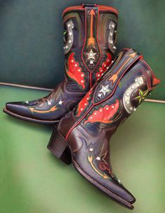Rocketbuster Handmade Custom Boots  / / For more country inspirations, visit www.broncobills.co.uk
