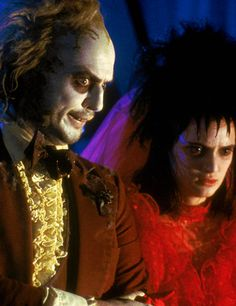 Loved the costumes in Beetlejuice (costume designer Aggie Guerard Rodgers). Even when dressing up for his wedding Beetlejuice still looked like he dug his clothes out of some musty attic lol. Lydia's red wedding gown & her mother's hand glove headband were some of my favorite pieces.