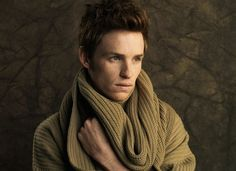 Eddie Redmayne, please wrap me in your scarf.