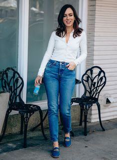 Sydne Style shows the best straight leg jeans in levis wedige icon jeans #jeans #loafers #classics #classicstyle @sydnesummer Spring Summer Fashion, Classic Style, Mom Jeans, Legs, Chic, Loafers, Outfits, Shabby Chic, Travel Shoes