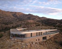 Greece-based decaACHITECTURE designed the concept and master plan for a stunning three-building compound, Galinis Gorges, in the dramatic landscape of southern Crete. Contemporary Architecture, Architecture Design, Wooden Facade, Live Oak Trees, Brutalist, Maine House, Bungalow, 1, House Design