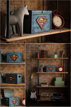 Сундук супермен. Ящик деревянный супермен Небольшой деревянный сундук подойдет и для ребенка и для подростка и для взрослого. Любви к супер героям покорны все возрасты. Отличный и яркий подарок для любителей комиксов и кино! Сундучки окрашены в ручную маслом и акриловыми красками. Кроме тех, что в наличии могу сделать на заказ другого размера или с другой эмблемой.