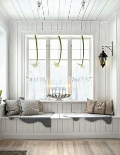 window seat in a Swedish decor Room Scandinavian Christmas, Scandinavian Style, Nordic Style, White Christmas, Swedish Style, Cozy Christmas, Nordic Design, Scandinavian Interior, Country Christmas