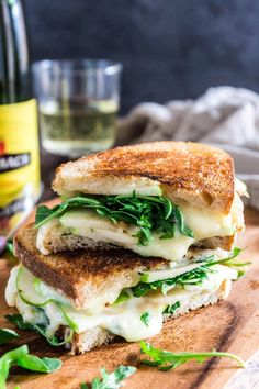Most current Images Apple, Arugula and Brie Panini with Honey Butter Strategies Nowadays I am going to show you steps to make the basic membership sandwich. This double decker pla Brie Sandwich, Apple Sandwich, Dinner Sandwiches, Panini Sandwiches, Veggie Sandwich, Veggie Wraps, Sandwich Ideas, Brie Cheese Recipes, Panini Recipes