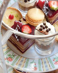Must do : afternoon tea and spa session at the Four Seasons Hotel George V Paris for the holiday season