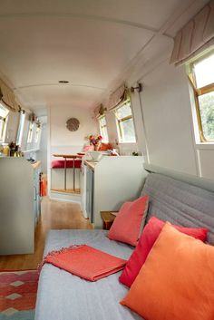 Entire home/flat in London, United Kingdom. Beautiful 57 ft narrow boat available in central London. One master small double bed. One sofa bed. Fully fitted kitchen, gas hob and oven. Barge Interior, Interior Design, Interior Ideas, Yacht Interior, Canal Boat Interior, Barge Boat, Narrowboat Interiors, Boat Bed, Boat Dock
