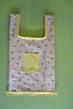 Foldable totes: the DIY in pictures: Current Woman The MAG - Womens Bags Tote Bags For College, Best Tote Bags, Monochrome Outfit, Tote Pattern, Casual Bags, Diy Accessories, Loom Knitting, Textiles, Small Bags
