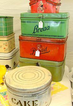 Vintage bead and cake tin. Vintage Bread Boxes, Vintage Tins, Vintage Dishes, Vintage Metal, Vintage Style, Vintage Enamelware, Vintage Kitchenware, Pyrex, Antique Shops