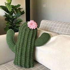 Crochet Cushions, Crochet Pillow, Crochet Stitches, Amigurumi Patterns, Crochet Patterns, Crochet Cactus Free Pattern, Crochet Home, Knit Crochet, Cactus Craft