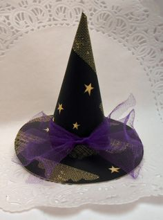 Cute paper witch hat..makes a terrific treat holder.  Available at Dandylion Wishes.