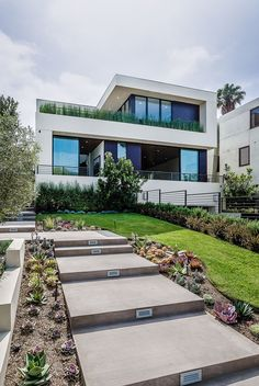 Exclusive New Home Overlooking The City of Angels - http://freshome.com/exclusive-new-home-overlooking-city-angels