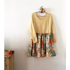 C'est fou tout ce qu'on peut faire avec une chute de tissu chinée (et du talent)! Cette jolie robe fleurie est une création un brin vintage et un brin romantique. Une tenue parfaite pour aborder le printemps 🌸 . #repost de @gwenolalilala . #labelemmaus #emmausfrance #fripe #diy #chinersolidaire #robevintage #robefleurie #modevintage #moderetro #fashionvintage #modeethique #modedurable #websolidaire #eshopmilitant #moderesponsable #recyclage #diyrobe #couturerobe #tissuvintage Retro Mode, Brin, Couture Sewing, Creations, Summer Dresses, Fashion, Sustainable Fashion, Vintage Dress, Recycling