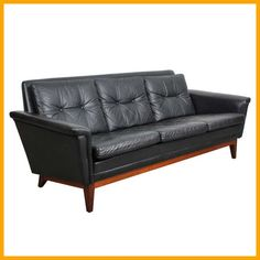 Tips That Help You Get The Best Leather Sofa Deal. Leather sofas and leather couch sets are available in a diversity of colors and styles. A leather couch is the ideal way to improve a space's design and th Mid Century Leather Chair, Mid Century Modern Sofa, Mid Century Sofa, Black Leather Sofas, Modern Leather Sofa, Best Leather Sofa, Vintage Sofa, Vintage Office Chair, Living Room