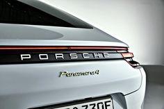 Porsche Paris Otomobil Fuarı'nda Panamera serisinin dördüncü modeli olan  4 çeker çekiş sistemli ve 50 kilometre elektrikli sürüş menziline sahip Panamera 4 E-Hybrid'i tanıtıyor.