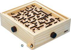 NetAnttila - BRIO BRIO labyrintti | Pelit | Suursuosikki labyrintti on peräisin vuodelta 1946. Kuljeta kuula aloituspisteestä maaliin ja vaikka takaisinkin. Tässä pelissä tarvitaan vakaita käsiä ja rautaisia hermoja | #anttilalahjalista#lautapelit #lelut #ajanviete#anttila #netanttila