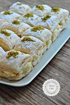 Pudding Puff Pastry Dessert - Hayat Cafe Easy Recipes - Muhallebili Miföy Dessert – hayatcafetarif on … - Puff Pastry Desserts, Savory Pastry, Choux Pastry, Pastry Recipes, Pasta Cake, Cake Recipes, Dessert Recipes, Food Platters, Turkish Recipes