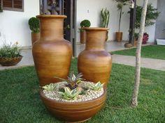Conjunto de Cerâmica em tom madeira envelhecida  (Modelo 001) Composto por 2 Jarros Grande e Médio e 1 bacia ( sem plantas )