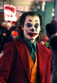 """river phoenix at the premiere of batman thirty years later. joaquin phoenix as the new joker Joker Batman, Gotham Batman, Batman Art, Batman Robin, Joaquin Phoenix, Joker Und Harley Quinn, Der Joker, Joker Photos, Joker Images"