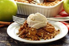 Simple paleo and gluten free recipe for a hot-out-of-the oven apple crisp that couldn't be easier to make. Just the right combo of sweetness and cinnamon spiciness.