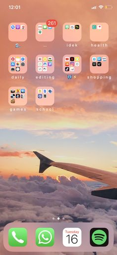 P i n t e r e s t- Sarah S.✰ - i P h o n e - Phone Iphone Home Screen Layout, Iphone App Layout, Organize Phone Apps, Good Photo Editing Apps, Cute App, Iphone Design, Samsung, Phone Organization, Iphone Background Wallpaper