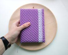 Handmade Notebook Lila mit weißen Tupfen von TheBestShopEverFW