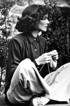 Katharine Hepburn knitting on the set of Bringing Up Baby, 1938.  Bettman/CORBIS. From The Kate.  #KatharineHepburn