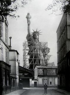 estatua de la Libertad durante su construcción en taller de herrería