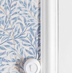 Trailing Fern Leaf Blue Wallpaper Morris and Co Willow Boughs Willow Branches, Grey Furniture, Furniture Design, Blue Wallpapers, Vintage Shabby Chic, Wall Patterns, Colour Schemes, Beautiful Wallpaper