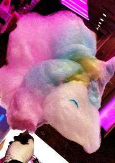 Standard cotton candy is tasty but dull. Cotton Candy Art is a unique and memorable way to add a sweet touch to your party's theme. Cotton Candy Favors, Cotton Candy Cakes, Cotton Candy Party, Mermaid Cupcake Cake, Candy Birthday Cakes, Waffle Ice Cream, Candy Drinks, Slurpee, Candy Art