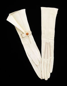 Gloves  Gant Perrin (Chilean, founded ca. 1850)  Date: ca. 1918 Culture: French