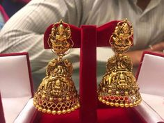 Pinterest • @KrutiChevli Gold Jhumka Earrings, Jewelry Design Earrings, Gold Earrings Designs, Gold Jewellery Design, Antique Earrings, Gold Jewelry, India Jewelry, Big Earrings, Temple Jewellery