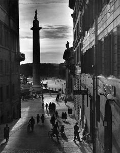 Herbert List, Italy. Rome. Trajan's column. 1949.  Source : Strange Little Girl / Elise Brown  & Magnum Photos  FB Mon île de Beauté.