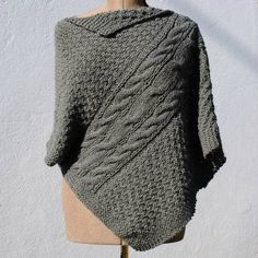 Calls for for each size. Crochet Poncho, Diy Crochet, Capelet, Couture, Pullover, Point, Knitting, Pattern, Sweaters