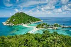 Travel to Koh Tao – one of the most beautiful island in Thailand. In Koh Tao, you can enjoy the beaches every day from delicious seafood to dynamic nightlife. Travel to Koh Tao also gives you chance to see amazing eco-system and wildlife here. Voyage Philippines, Philippines Travel Guide, Thailand Travel, Samui Thailand, Visit Thailand, Phuket, Vacation Destinations, Vacation Trips, Vacation Spots