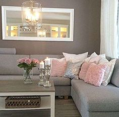 Come arredare il soggiorno con il grigio - Soggiorno grigio e rosa
