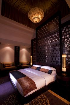 Hotel Banyan Tree Al Wadi in UAE desert. Bedroom with mashrabia