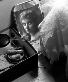 Robert Doisneau // Dance -   Violette Verdy 1956