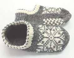 This is a pattern for a slipper with a contrasting cuff and a fair isle top of foot and coordinating pattern on bottom of foot.