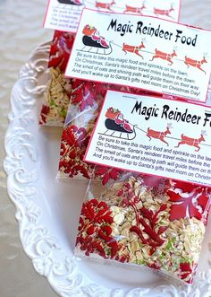 Magic Reindeer Food 1 cup oatmeal 1 cup white sugar to cup red and green colored decorating sugar crystals Mix all together in a plastic Ziploc bag and shake well. Put in baggies or in cute cellophane treat bags. Sprinkle outside on Christmas Eve! Christmas Goodies, Christmas Treats, Winter Christmas, Christmas Boxes, Reindeer Christmas, Christmas Parties, Xmas Party, Winter Fun, Family Christmas