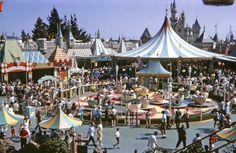 Fantasyland, Disneyland 1960 (Click through to read the man's story about his love of Disney) Disneyland Opening Day, Disneyland Photos, Vintage Disneyland, Disneyland Resort, Disney Princess Facts, Disney Fun Facts, Disney Love, Disney Art, Walt Disney