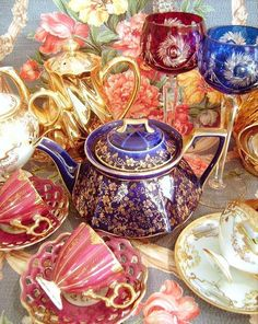 Colorful vintage china.../