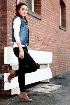 How to wear denim vest outfits winter 28 Super Ideas Outfit Jeans, Jean Vest Outfits, Casual Outfits, Casual Pants, Blue Jean Vest, Jean Jacket Vest, Black Vest, Black Blazers, Black Blouse