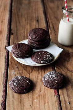 I love the idea of making brownies into cookies.These brownie cookies are sooo addictive ! Brownie Cookies, Yummy Cookies, Cupcake Cookies, Yummy Treats, Sweet Treats, Mini Cookies, Köstliche Desserts, Chocolate Desserts, Delicious Desserts