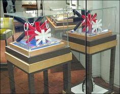 This Union Jack Jewelry Museum Case Display concept is a British Invasion of Window Dressing at Links of London, complete with stylized Union Jack. Links Of London, Acrylic Display, British Invasion, Window Dressings, Union Jack, Trade Show, British Style, Visual Merchandising, Jewellery Display