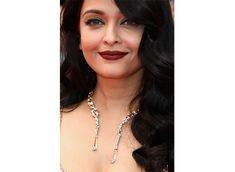 Aishwarya Rai Bachchan dazzles in gold at Cannes 2016 Deep Red Lips, Aishwarya Rai Bachchan, Winged Eyeliner, Cannes, Diamond, Gold, Jewelry, Fashion, Moda